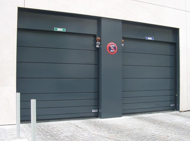 Porte basculante automatique collectif d 39 habitation for Porte garage mischler